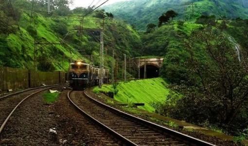 Train-journey-from-Karjat-to-Lonavala